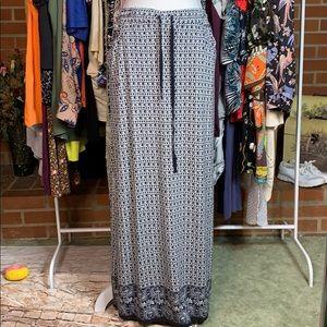 Max Studio black & white printed maxi skirt medium